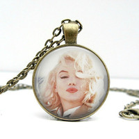 Marilyn Monroe Pendant with Chain - Kisses - Glass Picture Pendant Photo Pendant
