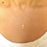 Dainty Gold Pineapple Pendant Necklace