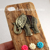 elephant flower charm light brown wood grain color iPhone 4/4S case, Apple iPhone 4 Case, iPhone 4s Case, iPhone 4 Hard Case