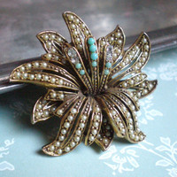 Vintage Rhinestone Flower Brooch Florenza by snowflowerpie on Etsy