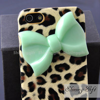IPHONE 5 Case, Iphone5 Case, Leopard Decal iPhone 5 Hard Case, cheetah iphone 5 case with Green bow