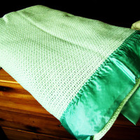 vintage mint green blanket. mint green bedding. jadeite green blanket.