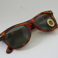 Vintage Deadstock  WAYFARER Sunglasses TORTISE BROWN Medium Size