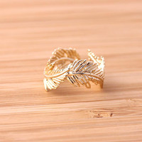feather ring in gold, adjustable | girlsluv.it