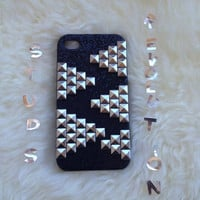 iPhone 4/4S Studded black glitter iPhone 4 / 4S case with silver sharp pyramid studs