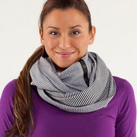 vinyasa scarf | women&#x27;s scarves, mitts and toques | lululemon athletica