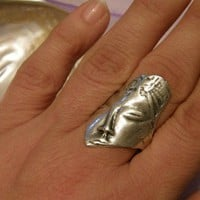Sleepy Beauty - handcrafted antique style silver pl. ring - adjustable