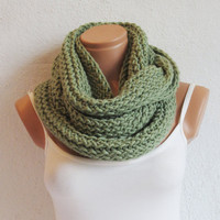 Knitted infinity Scarf. Block Infinity Scarf. Loop Scarf, Circle Scarf, Neck Warmer. Mint Green Crochet Infinity