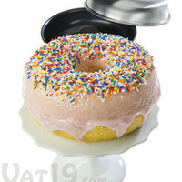 Giant Donut Cake Pan Set: Bake a cake that looks like a giant donut