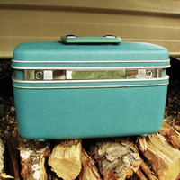 vintage dull Tiffany blue Samsonite train case. includes key
