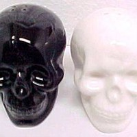 Amazon.com: Black &amp; White Ceramic Skull Salt &amp; Pepper Shakers: Home &amp; Kitchen