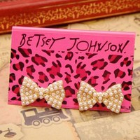 Betsey Johnson Lovely pearl bow earrings #E019