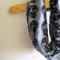 Infinity Scarf Circle Scarf - Skull Head (Grey)