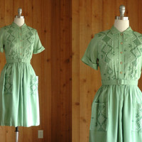 vintage 1950s shirtwaist dress / embroidered pistachio  / size small medium
