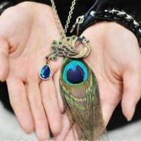Retro Style Hot New Peacock Feather Rhinestone Necklace: tidestore.com
