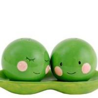Amazon.com: Two Peas in a Pod Salt & Pepper Shaker Set, Magnetic, Green & Pink Ceramic: Kitchen & Dining