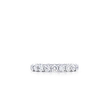 Tiffany & Co. -  Shared-setting band ring with diamonds in platinum, 3mm wide.