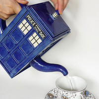 TARDIS Teapot | Geek Is Awesome