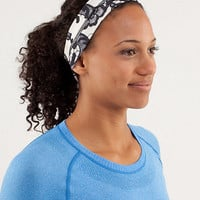 fly away tamer headband | women&#x27;s headwear | lululemon athletica