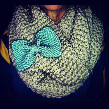Infinity scarf with bow