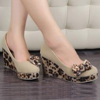 Korean Fashion Bowknots Leopard Stripe Wedges Apricot : Wholesaleclothing4u.com