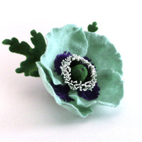 Felt brooch mint Poppy with green leaves - ready to ship