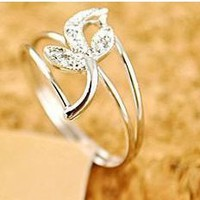 Fashion Silver Tone Rhinestone Flower Ring at online cheap fashion jewelry store gofavor Gofavor