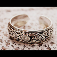 FLOWER GIRL-Vintage 80s Tibetan silver floral craved Cuff Bracelet/Bohemian/gypsy/Ethnic /Bohemian/southwestern/Native/Hippie