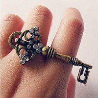 Vintage Rhinestone Key Double Ring at online cheap vintage jewelry store Gofavor