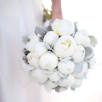 {Wedding Trends} : Peony Bouquets - Belle the Magazine . The Wedding Blog For The Sophisticated Bride on we heart it / visual bookmark #17506505