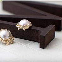 Lovely White Pearl&amp;Clear Rhinestone Bow Stud Earring at online Cheap fashion jewelry store Gofavor