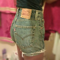 VINTAGE Levi's High Waisted Shorts W26