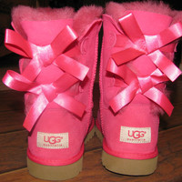 Authentic UGGS GIRLS BAI...