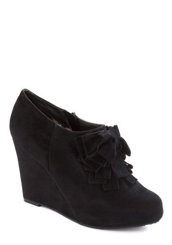Be Frill My Heart Wedge in Onyx