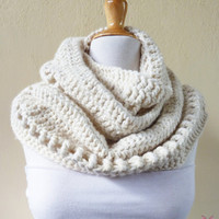 DELUXE Chunky CREAM OffWhite Ivory Wool blend infinity scarf / cowl - fashion accessories