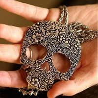 Big Skull Pendant Necklace from LOOBACK FASHION STORE