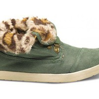New Styles - Highlands Green Leopard Fleece Women's Botas | TOMS.com