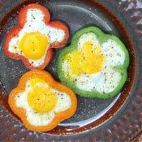 Food and drink / Eggs in bell pepper slices