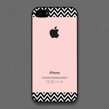 iPhone 5 Case - Chevron pattern on pink color - also available in iPhone 4 and iPhone 4S size