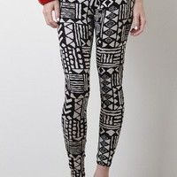 Striking Oddity Leggings