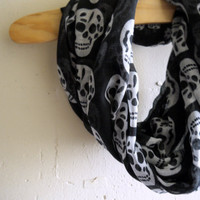 Infinity Scarf Circle Scarf - Skull Head (Black)