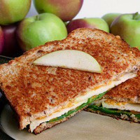 Food / Cheddar-Apple-Spinach Grilled Cheese by oscarssandwiches #Sandwich #Grilled_Cheese #Apple_Grilled_Cheese #oscarssandwiches