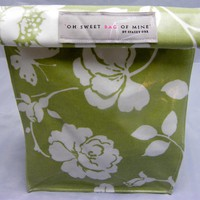 Oilcloth Lunch Bag - White Flowers .. on Luulla