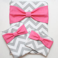 Coordinating Cases - MacBook, iPad / iPad Mini, and Cosmetic Case - Gray Chevron Hot Pink Bow - Padded