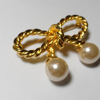 Vintage Jewelry Brooch gold tone bow pearl pin costume jewelry rope design