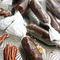 something delicious / Pecan Pie Taffy