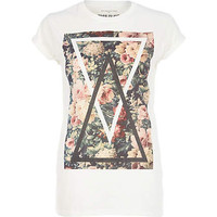 White floral triangle print t-shirt