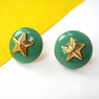 Small Round Star Shaped Stud Earrings in Green