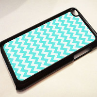 Light Blue Chevron Pattern ---  iPod 4G case, iPod 4G cover, iPod 4G