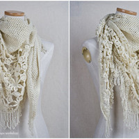 Triangle Scarf with Beadings / Crochet Scarf by hupoworkshop